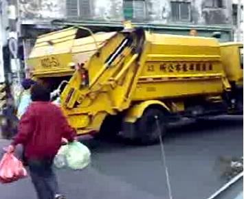 【大運99超級任務】04-垃圾車 何 嘉琪