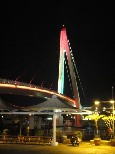 【大運99超級任務】57-霓虹燈 Ho Sylvia