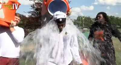 ALS冰桶挑戰懶人包:帥氣明星影片募集 Wang Polly