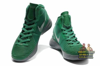 打球必備的帥氣球鞋 綠 每朝