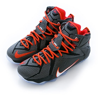 打球必備的帥氣球鞋  Chieh Han Lu