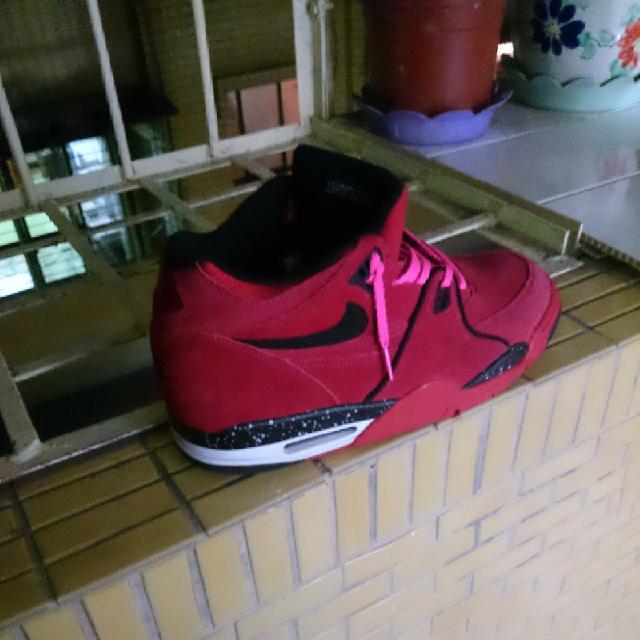 打球必備的帥氣球鞋 Zoe Lin