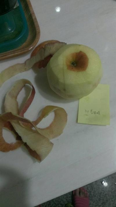 一刀不斷蘋果削皮大挑戰 李佩琪