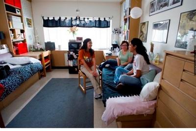 史上最豪華&超簡陋的各種大學宿舍! 張 瓊文
