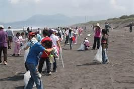 愛地球做環保大家一起淨灘去! 國智曾