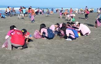愛地球做環保大家一起淨灘去! Huang Vicy