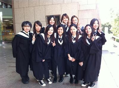 致青春!我們畢業了!學士照大募集! Berry Chu